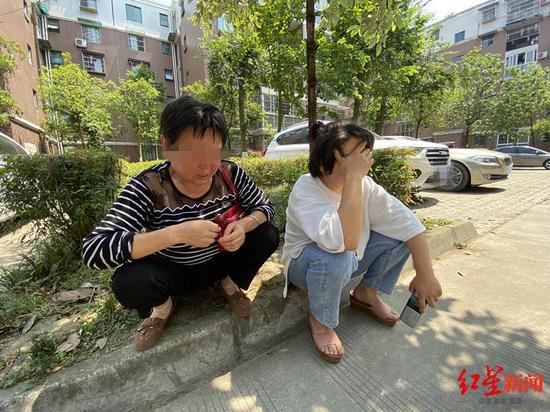 杜某浩外婆和母亲(章玲摄)