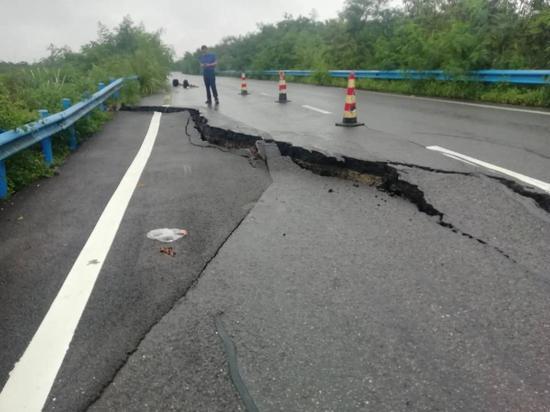 四川降雨持续 最新高速路况看这