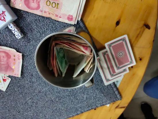 """""""盅盅钱""""即为每局赌局提出来的分工、茶水费。"""