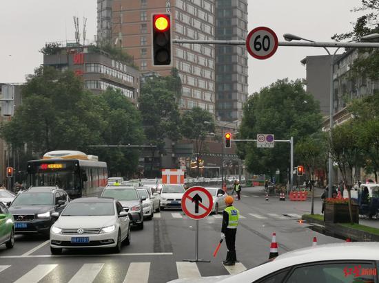 交通调整首日:成都武侯祠大街、大石路一线道路通行总体平稳