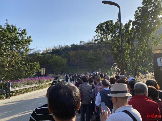 丹景台下山公交要排2小时? 公交集团:延迟至19时收车