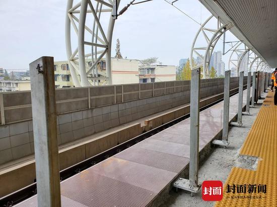 探访成灌铁路公交化改造工程升级进出站台 开行列车增至74.5对