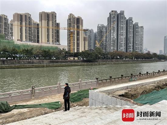 成都顺江路地铁站配套跨江人行天桥何时修? 官方:在研究