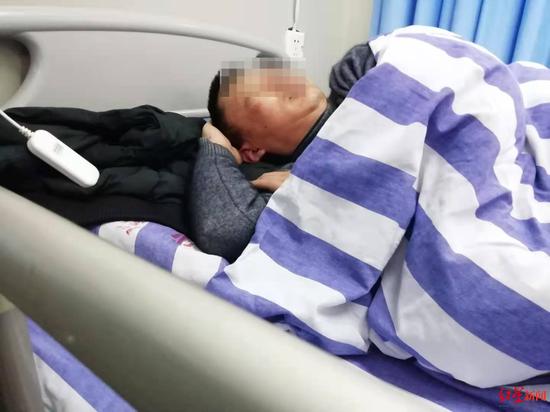 拒绝超员行车引乘客不满 自贡一出租车司机遭多人殴打
