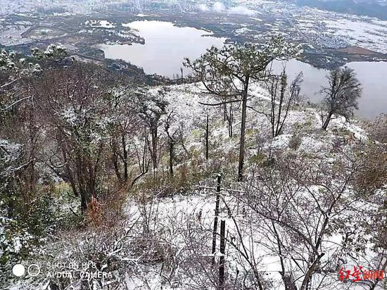 """四川凉山多地出现降雪天气 西昌泸山""""白了头"""""""