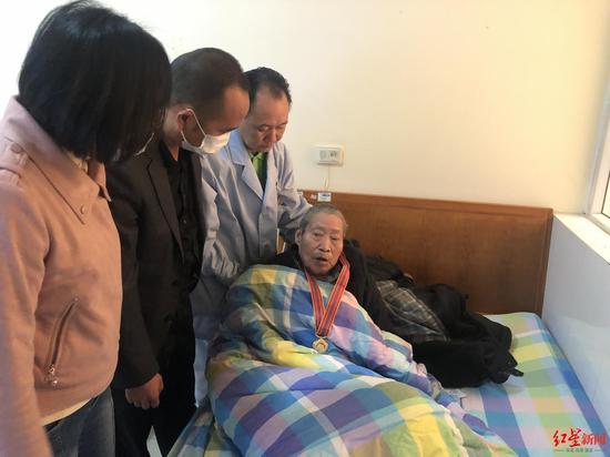 94岁成都抗美援朝老兵离世遗产全部捐赠 曾资助300多名学子