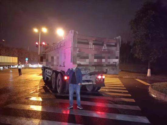 成都交警六分局查处一批重污染天气违法典型案件