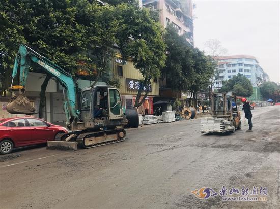 开工一月 乐山嘉定路改造完成总工程量的75%