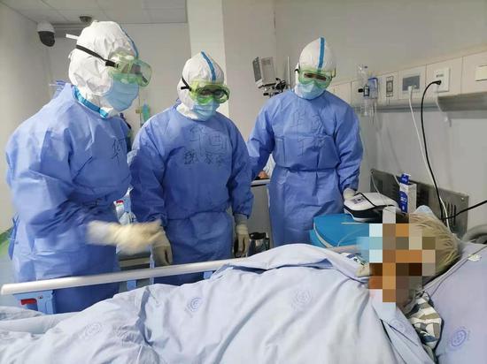 四川大学华西医院援成都公卫医疗小组凯旋