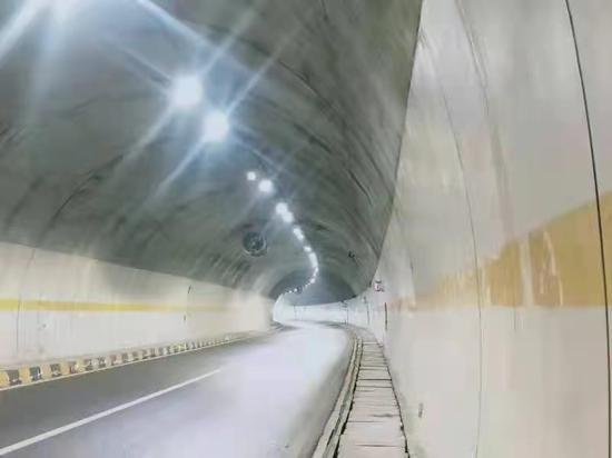 4月21日至24日 成渝环线高速乐雅段因施工实施交通管制