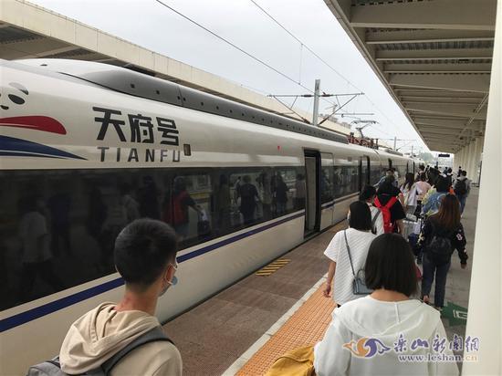 五一发送旅客超13万人次!高铁乐山站再创记录