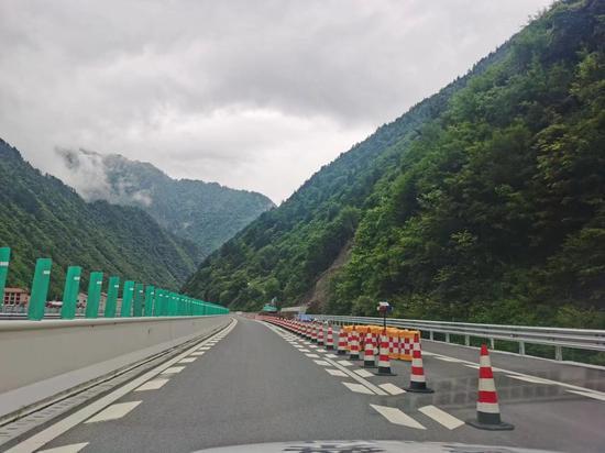 6月19日17时 汶马高速正式恢复双向正常通行