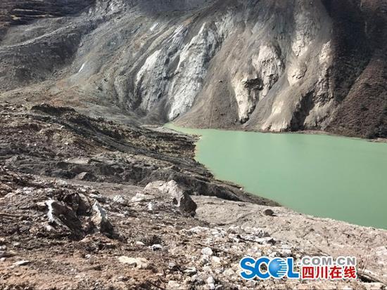 11月6日金沙江堰塞湖最新现场图。 余秋林 摄