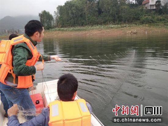 广安天然水域禁止垂钓 拒不改正者将最高罚款1000元