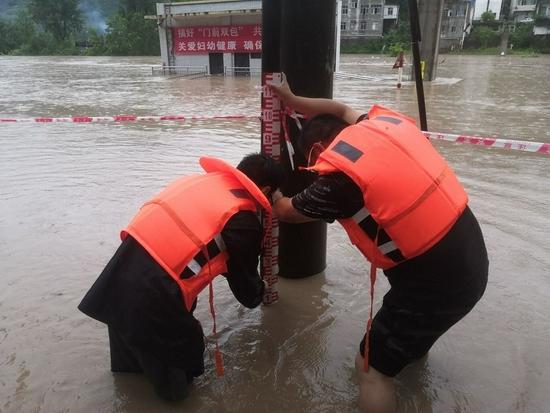 廣元嘉川水文站站房被淹,水文職工采取臨時措施堅持測報