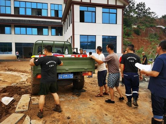 """眉山丹棱5名志愿者抵达河南:""""暴雨灾害我们遭遇过,所以我们"""