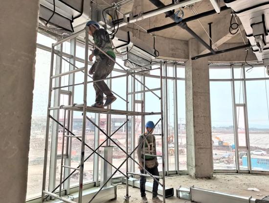 成都天府机场T1航站楼进入精装修阶段 7月底完成全部屋面施工