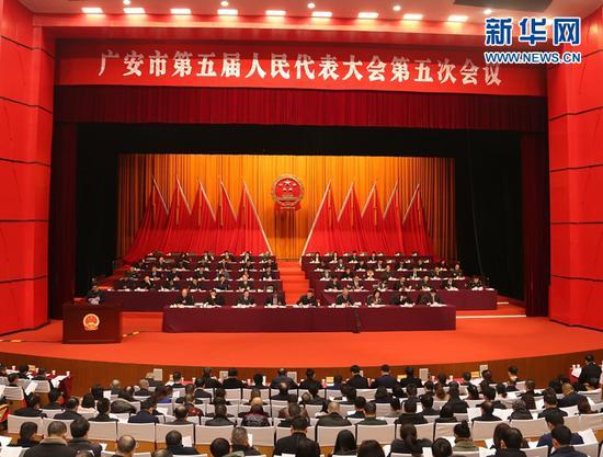 广安市第五届人民代表大会第五次会议现场。新华网黄晓芸摄