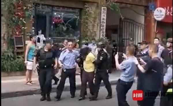 四川绵阳男子持刀挟持4岁女童 警方通报来了