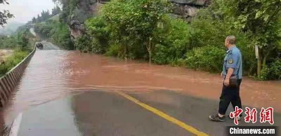 大暴雨致多条道路断道。 孙云峰供图