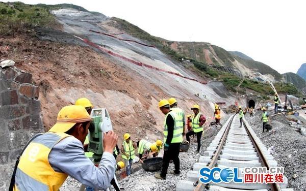 成昆铁路恢复临时通车 正建1.8公