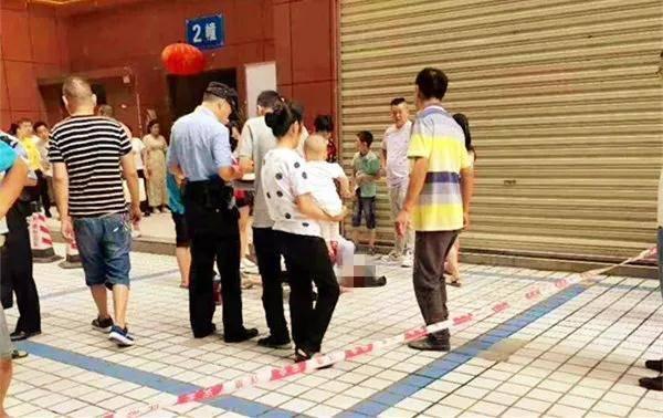 四川通江:25楼掉下铁榔头 7岁小女孩被砸成重伤