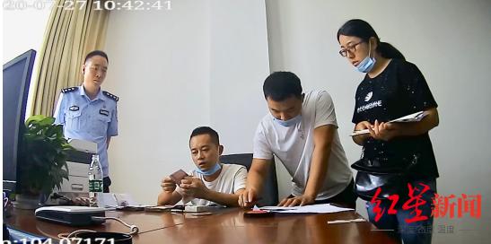 老板拖欠农民工工资失联 四川警方赴浙抓获嫌疑人