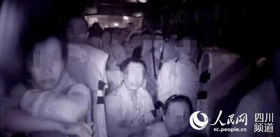 四川绵阳:客车超员48.28% 驾驶员、公司负责人双双被罚
