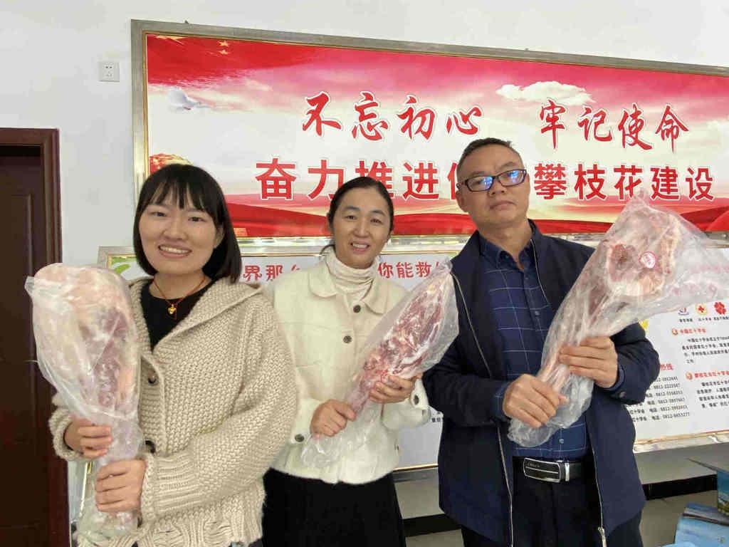 开心!攀枝花40名援鄂医护人员暖阳里收到14箱蒙古国捐赠羊肉