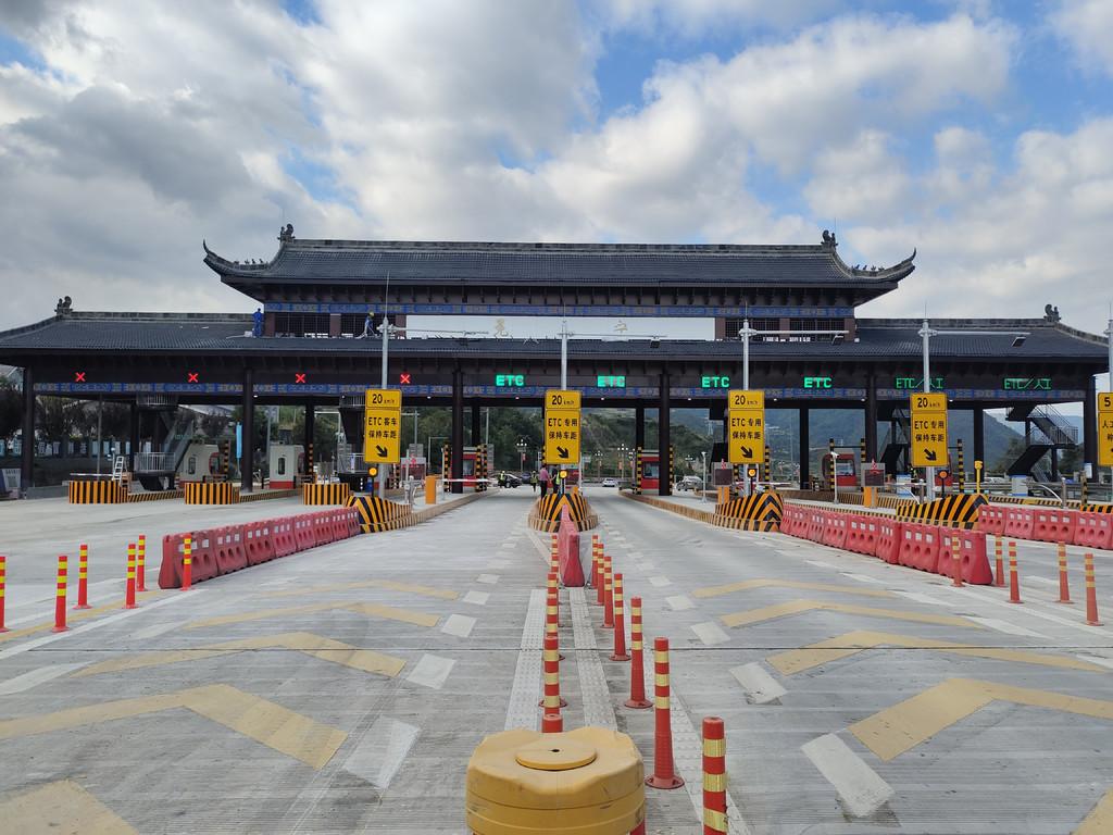 雅西高速冕宁站改造完成 今日可以进站上高速了