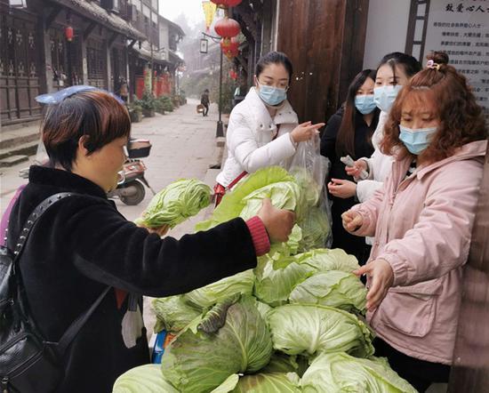 龙凤镇扶贫超市:让优质农副产品不愁卖