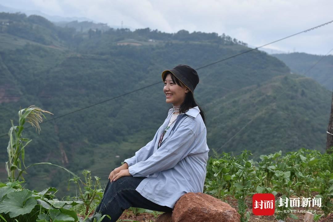 大凉山瓦吉吉村第一个女大学生:考大学挺简单 只要努力就可以