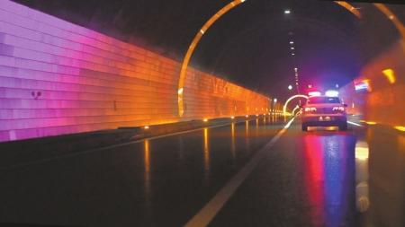 雅西高速泥巴山隧道成都至西昌方向,改造升级完工。