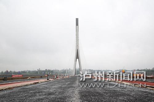 泸州沱江六桥收尾工程加速 预计年底通车