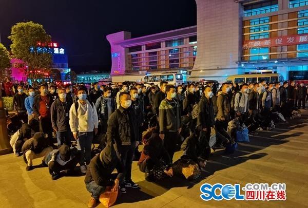 广元破获建市以来最大电信网络诈骗案 56名犯罪嫌疑人被押解回