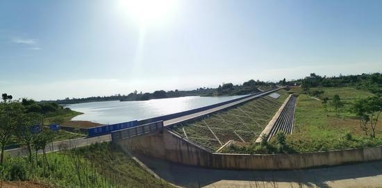 蓄水的眉山市东坡区白马湖水库(省农水局供图)
