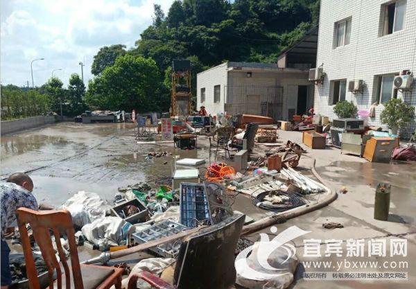观斗山隧道管理所设备被水冲毁。(宜宾市公路局供图)