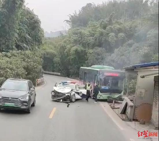 网传四川纳溪公交车与警车相撞 警方:确有其事正在调查