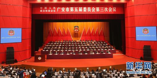 政协广安市第五届委员会第三次会议现场。新华网黄晓芸摄