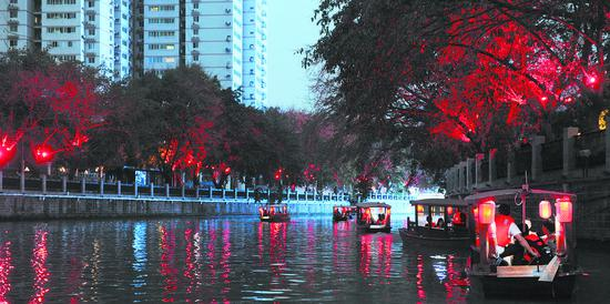 夜游锦江。图据成都日报