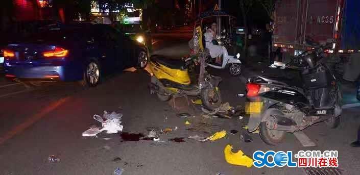 泸州两摩托酒后载人飙车 结果悲剧了