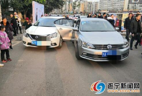 随意开车门引发事故 部门认定开门车者负全责