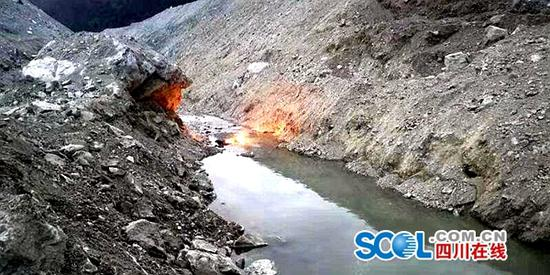 金沙江白格堰塞湖泄流槽开始过流 国家防总启动三级防汛应急响