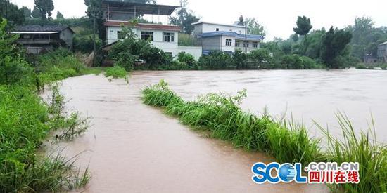 资阳暴雨致6000余人受灾 12座大中型水库正在泄洪