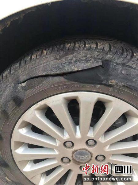 两女子因停车位引纠纷 男子替妻子出气划破对方车轮胎