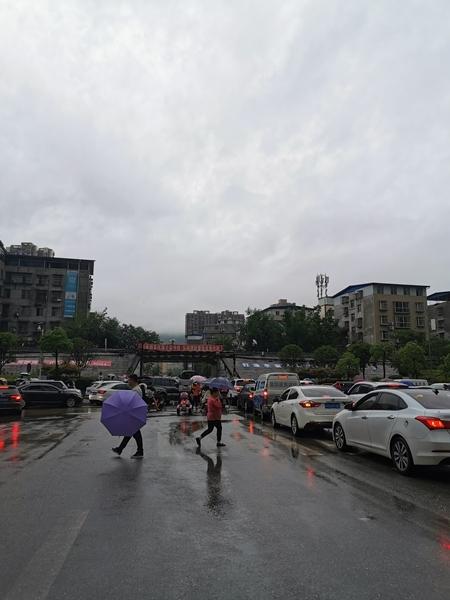 广元发布暴雨橙色预警信号 未来3小时仍有大雨