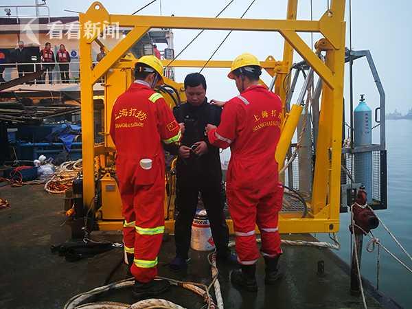 视频|重庆坠江公交车黑匣子打捞出水已交当地公安部门