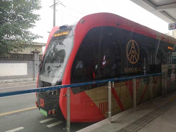 宜宾智轨向市民免费开放体验:全程10公里 用时24分钟
