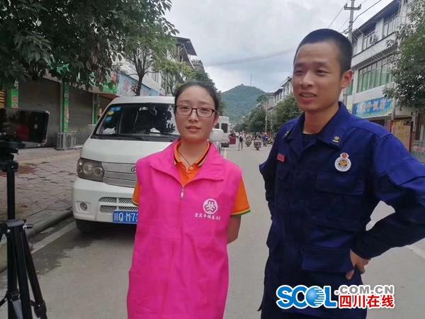 互道平安!巾帼志愿者与救援队男友在地震灾区相遇