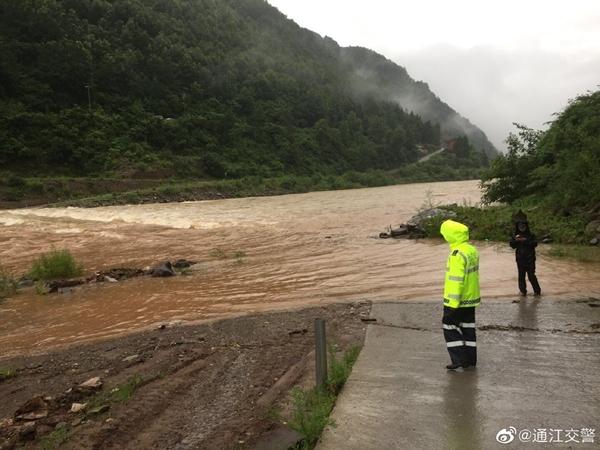 受强降雨影响 巴中平昌、通江境内多条道路通行中断